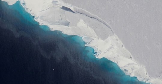 Gigantic Hole two-thirds the size of Manhattan Discovered in Antarctic Glacier