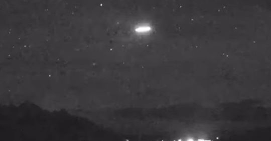Strange cigar-shaped object seen during meteor shower over Wyoming